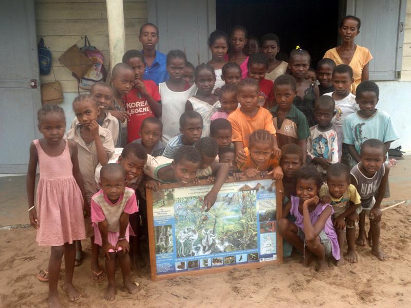 Poster with Sambava kids